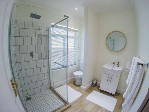 Peacock, Buffalo and Rhino Rooms all have their own en-suite bathrooms with shower, toilet and vanity